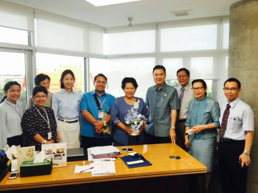 ร่วมแสดงความยินดีแก่ครูหมู รองอธิการบดี ดร.สันทนีย์ ผาสุข