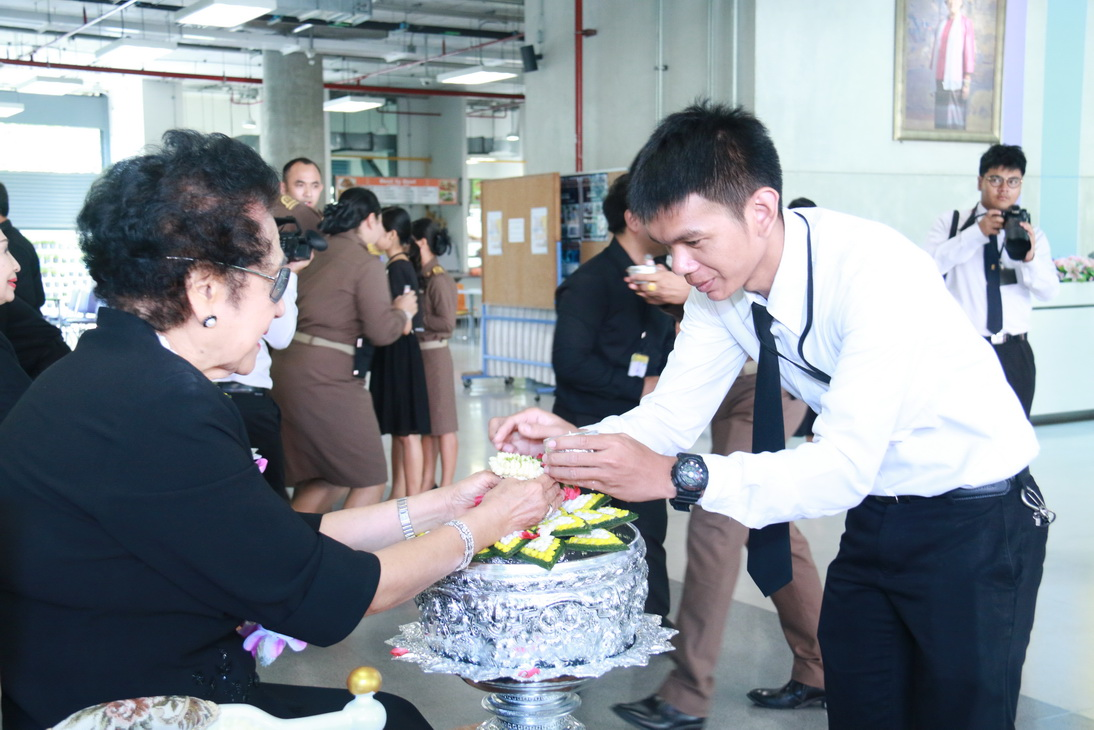 สืบสานประเพณีไทย