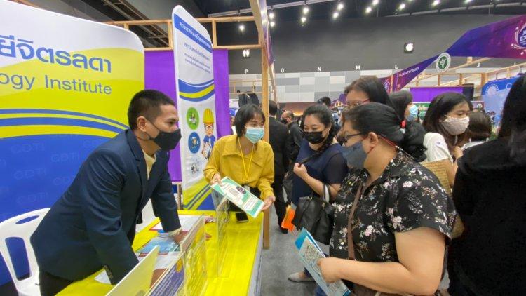 """ออกบูธแนะแนวการศึกษาและการอบรมระยะสั้น ในงาน """"JOB EXPO THAILAND 2020"""""""