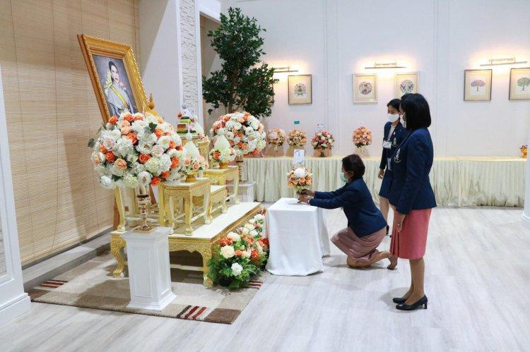 ถวายแจกันดอกไม้ถวายเยี่ยม สมเด็จเจ้าฟ้าฯ กรมพระศรีสวางควัฒน วรขัตติยราชนารี